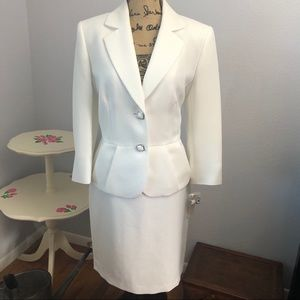 Antonio Melani White Blazer Skirt Suit Size 6/10